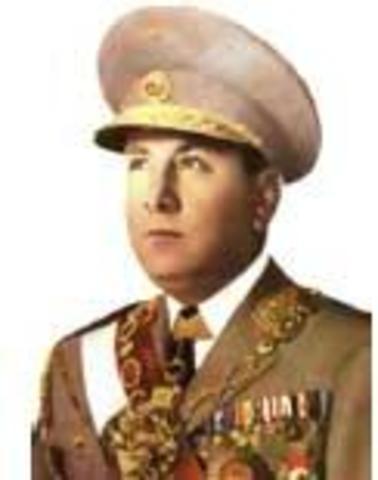 Manuel Odria contra Bustamante y Rivero