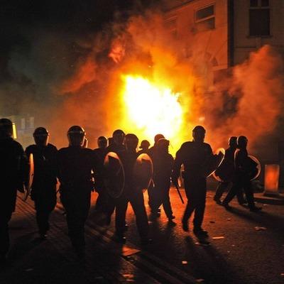 Les émeutes embrasent Londres depuis samedi timeline