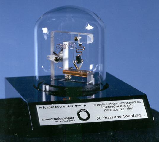 Aparece el primer transistor