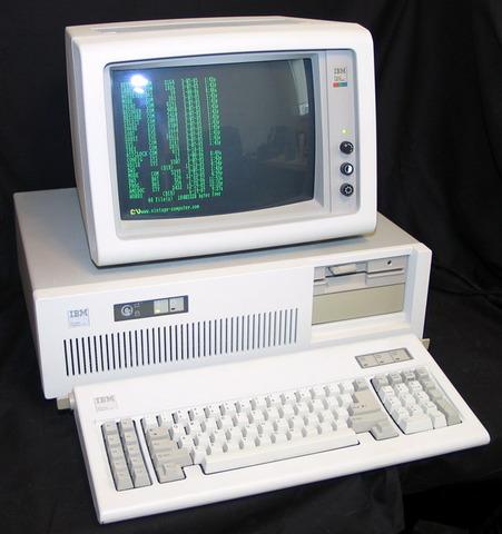 Nace la PC-AT