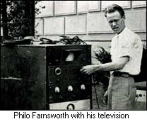Philo Farnsworth patenta la television.