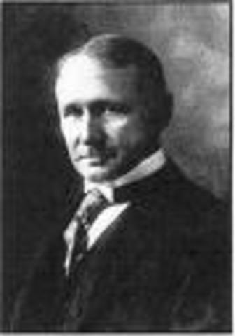 """Frederick Taylor introduce los principios de """"Administracion Cientifica"""""""