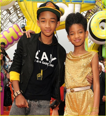Willow presented an award at the 2011 Kids' Choice Awards .
