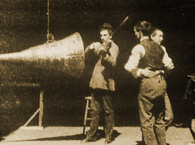 Vitaphone introduces a sound system