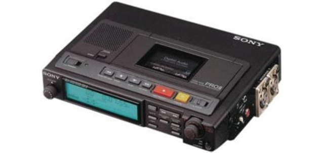 Phillips introduces a digital audio tape recorder (DAT) using a digital casette.