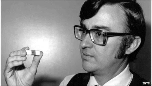 """Marcian Edward """"Ted"""" Hoff Jr. inventa el microprocesador."""