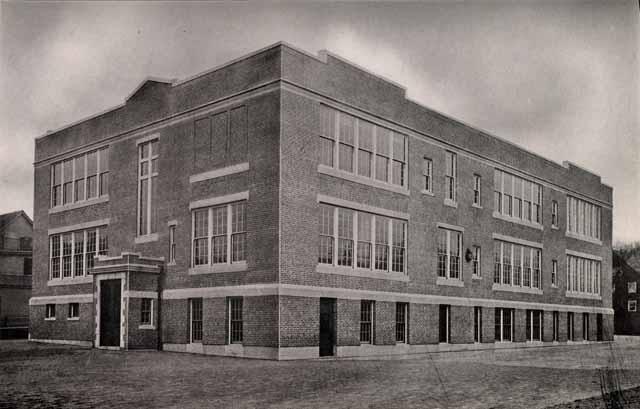 Florence Nightingale Starts the Fistr Nursing School