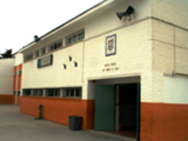 Entrada en el colegio público Santa Teresa de Jesus
