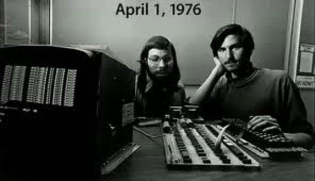 Steve Jobs funda APPLE