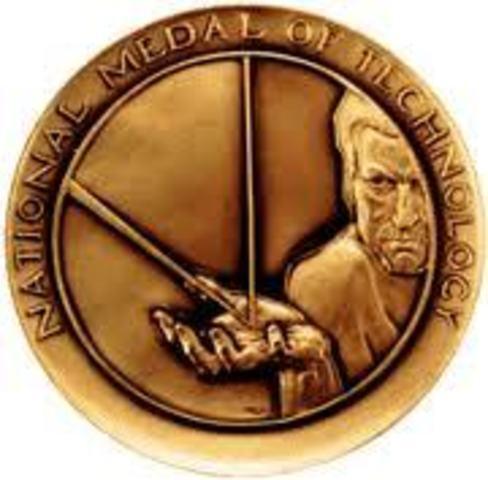 Jobs recibe la Medalla Nacional de Tecnología