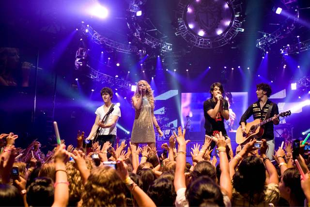 Taylor sang on the Jonas Brothers: 3D Concert Experience