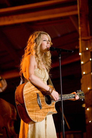 Taylor sang in Hannah Montana: The Movie