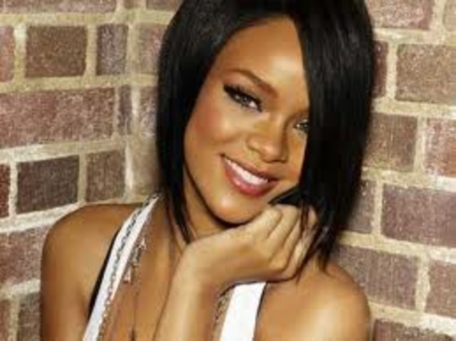"Rihanna publishes her album ""Loud"" in 2010"