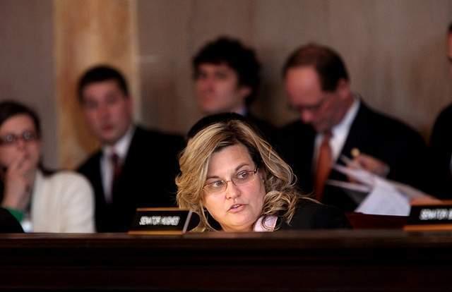 Senator Shannon Jones reveals language of SB5.