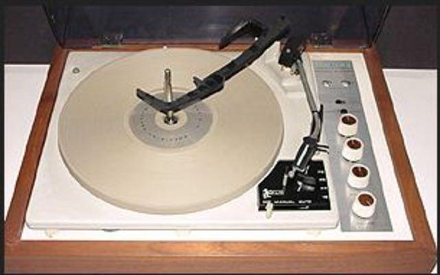 KLH Model 11 portable stereo