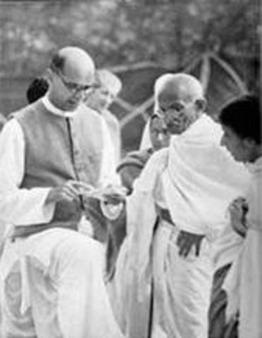 Mahadev Desai, Gandhi's secretary and intimate, died in Palace.