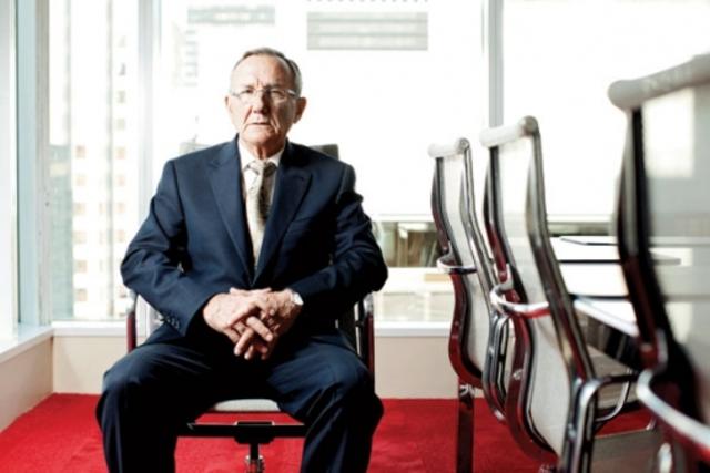 Wally Oppal appoints prosecutor