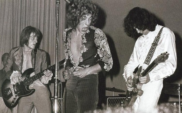 Led Zeppelin forms.