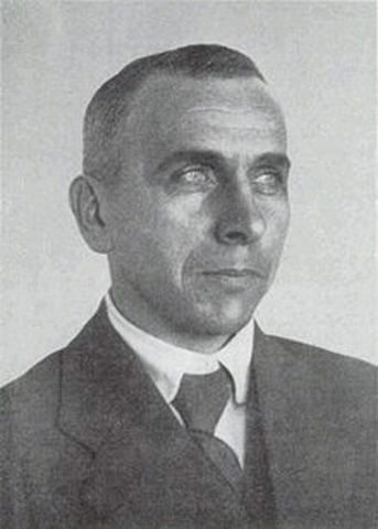 Alfred Wegener presents his theory of continental drift