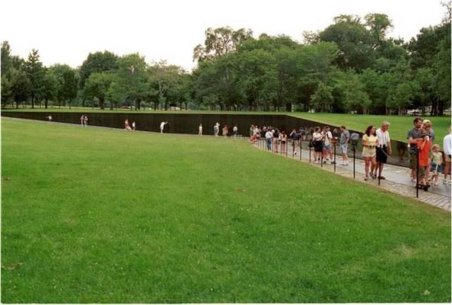 Maya Ying Lin. Vietnam Veterans Memorial, 1981-1983