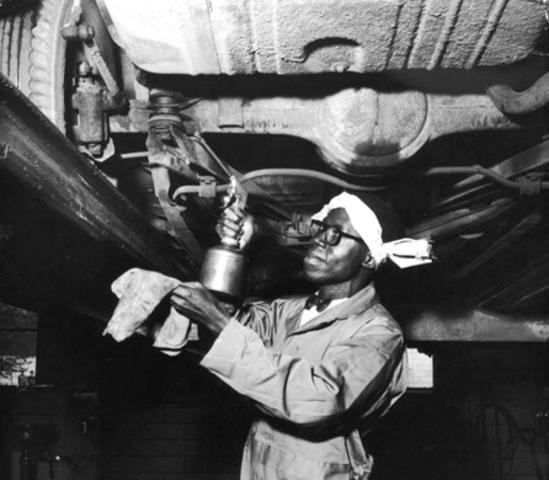 African Americans find work in Northern factories.