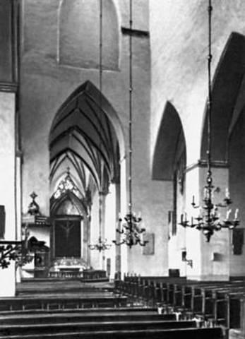 Основание библиотеки в церкви Олевисте.
