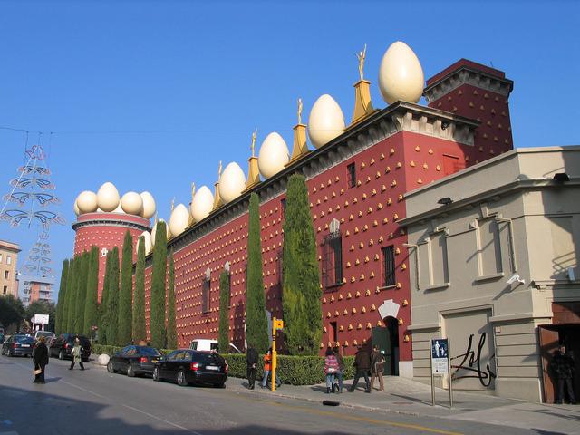 Dali opens museum