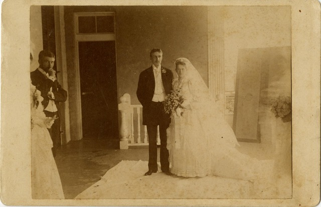 Juliette marries William Mackay Low