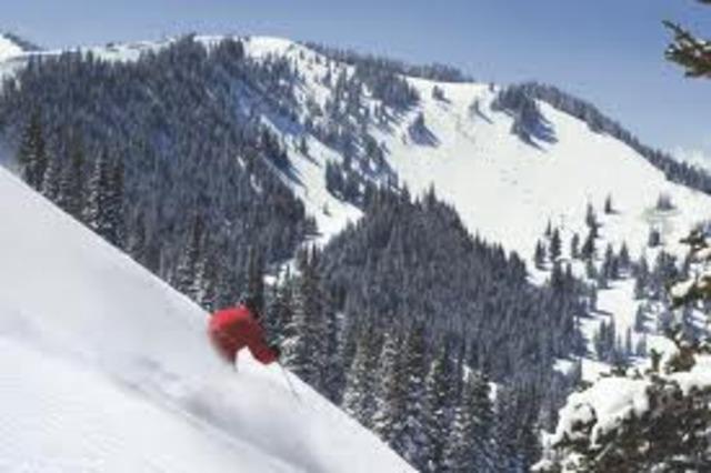 Mi familia y yo esquiamos en Park City, Utah