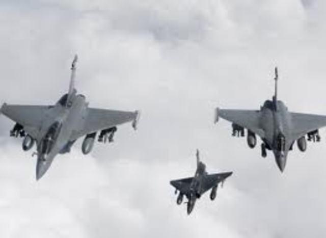 Nato Planes Bomb Gadafi Forces