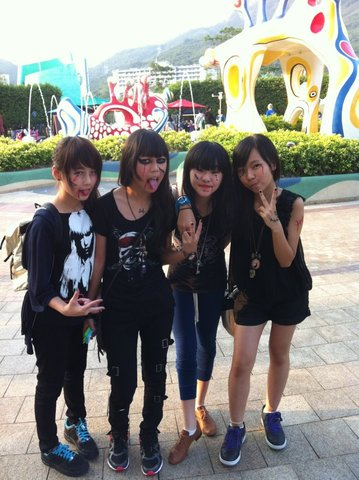 first time going to ocean park with make ups