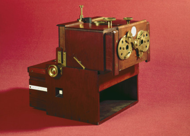 1853 John Benjamin Dancer, produced first Stereoscopic Camera