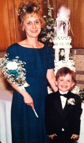 Mi mama conocó mi padrastro en una boda.