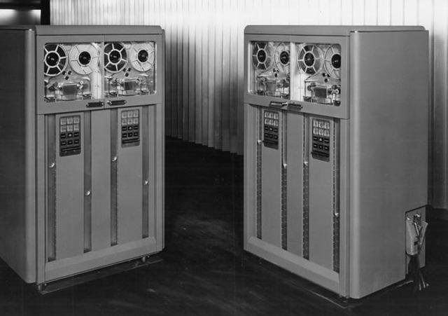 Se anuncia la primera cinta magnetica en computadoras por IBM