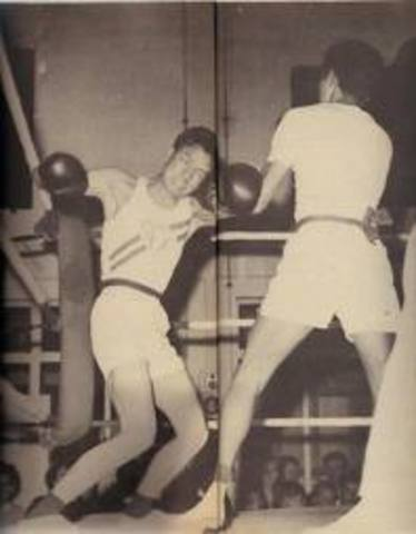 Bruce Lee  in a boxing championship