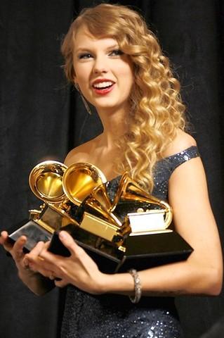 Taylro Swift with 4 Grammy awards