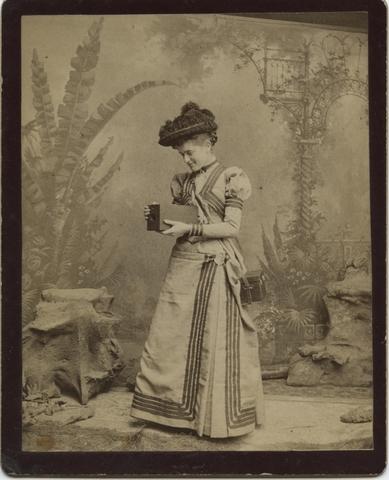 """Kitty Kramer era la """"Chica Kodak"""" en 1889"""