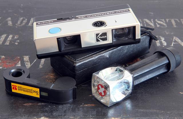Instamatic 192, modelo más compacto que también tenía flash.