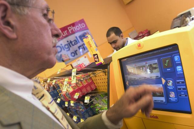 Se automatizó el proceso de revelado digital y se instaló en supermercados