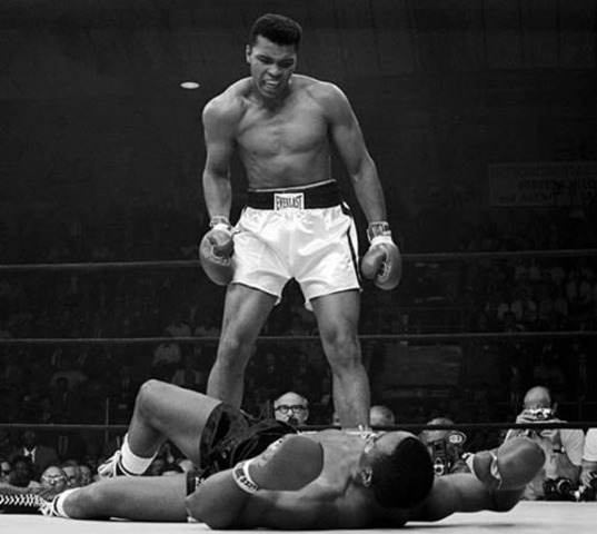 Muhammad Ali becomes World Heavyweight Champion