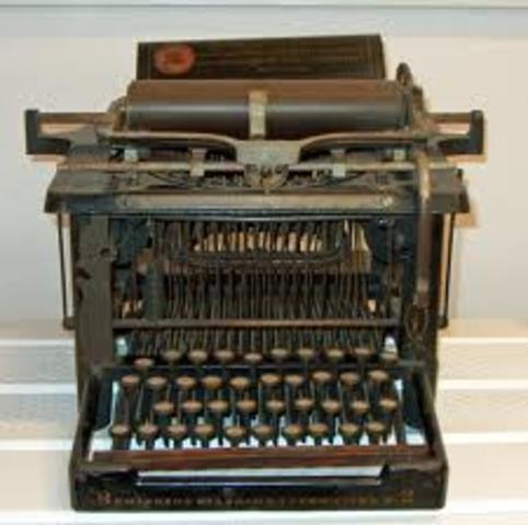 Las primeras máquinas Remington escribian solo e mayúsculas