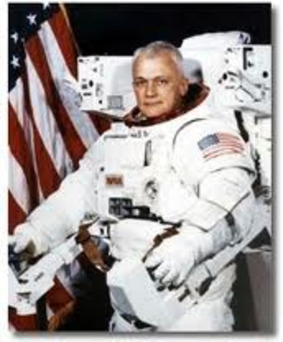 Bruce McCandless takes the first untethered space walk using MMU from the space shuttle Challenger