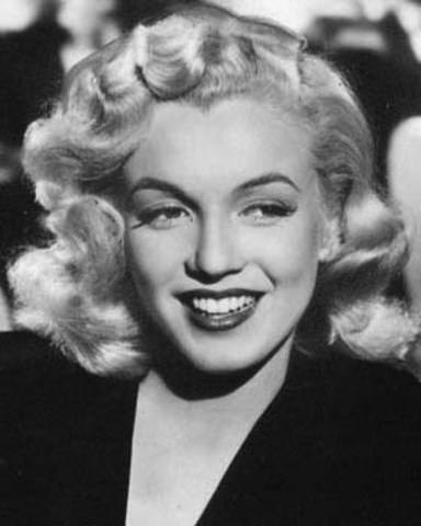 Marilyn Monroe soars into popularity
