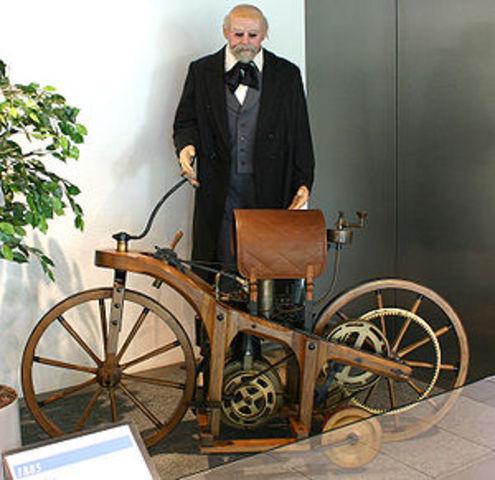 Η πρώτη μοτοσυκλέτα