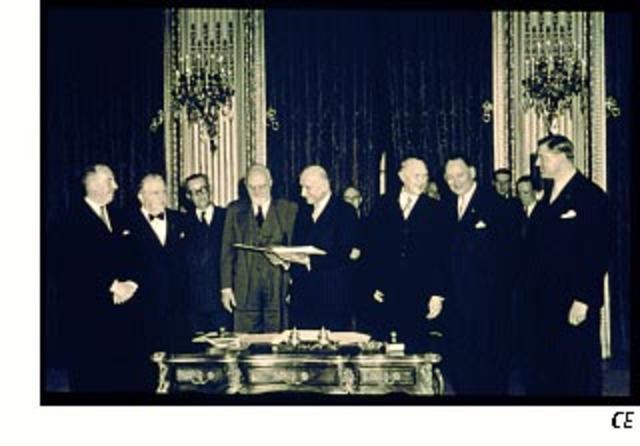 Υπογραφή συνθήκης ΕΚΑΧ