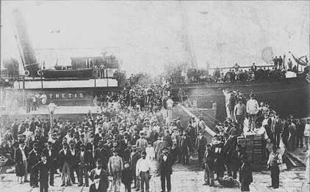 Jews begin immigrating to Palestine