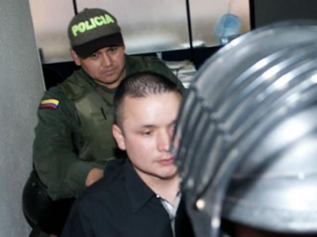 A la cárcel policía responsable en homicidio de grafitero