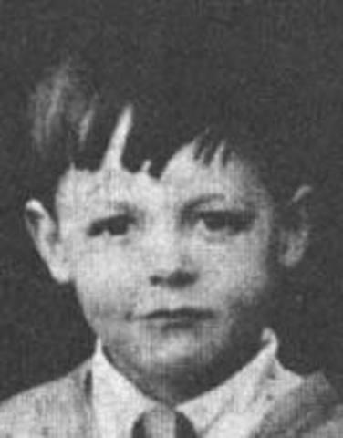 James Paul McCartney Born