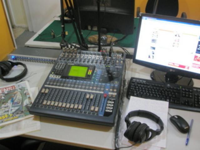Εγκαινίαση εθνικού ραδιοφωνικού σταθμού