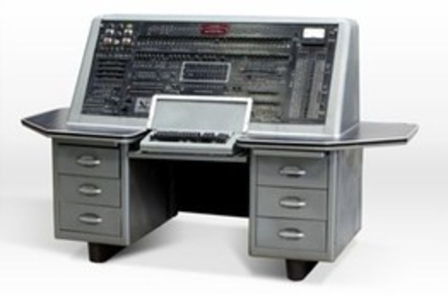 IBM 701: First electronic stored computer that used vacuum tubes.